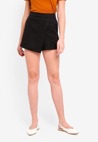 ZALORA BASICS black Basic Flap Shorts 451C9AAF7FDAD1GS_1
