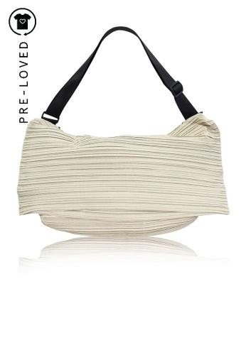 pleats please beige Pre-Loved pleats please Sling Weekender Bag AA321ACA9EE883GS_1