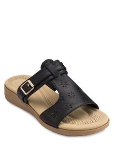 露趾扣環雕花涼鞋