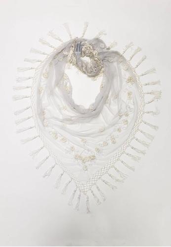 ANNE F beige Hand Crochet Appliqued Triangular Scarf 8975EAAFFC80E0GS_1