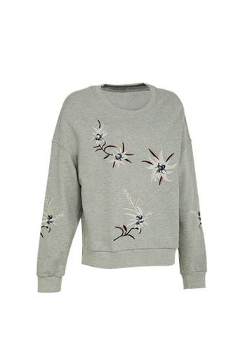 Universal Traveller grey Universal Traveller Round Neck Fleece With Embroidery - FJW 9173 2FA48AA9BAF979GS_1