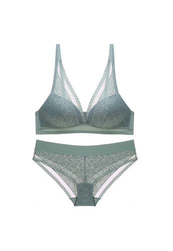 W.Excellence green Premium Green Lace Lingerie Set (Bra and Underwear) 4E167US92EF104GS_1