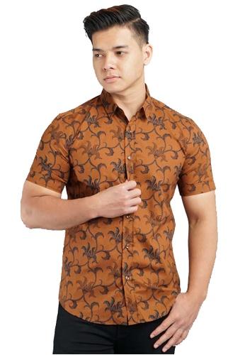UA BOUTIQUE brown Short Sleeve Shirt Batik UASSB105-081 (Brown) 14B29AA31B89ABGS_1