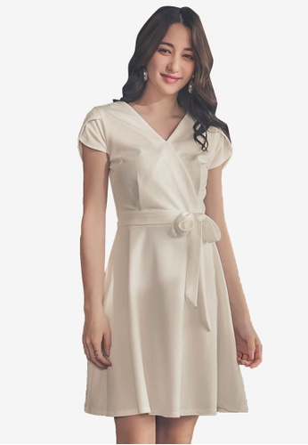 44279f765b3 V-Neck Short Sleeve Dress