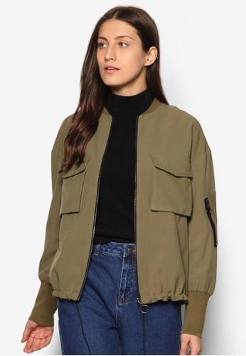 Collection 雙口袋束口棒球外套、 服飾、 外套ZALORACollection雙口袋束口棒球外套最新折價