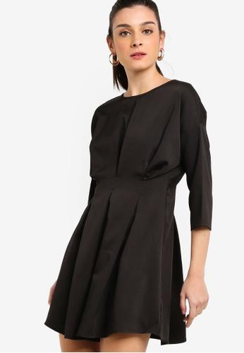 ZALORA 黑色 七分袖褶飾短洋裝 2B47FAA615C51EGS_1