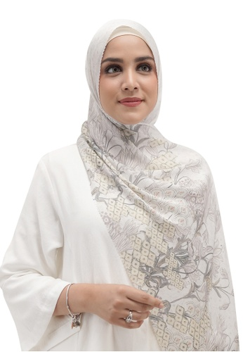 Buttonscarves white Buttonscarves Maharani Satin Shawl White 57ED0AA1A51D1DGS_1