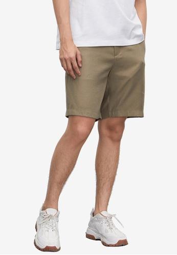 URBAN REVIVO beige Simple Fashion Shorts 5DE13AA8649028GS_1