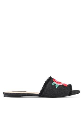 ZALORA 黑色 新年系列 玫瑰刺繡拖鞋 71608ZZ2F7ED49GS_1