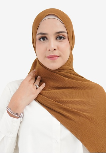 Buttonscarves brown Buttonscarves Everyday Pleated Shawl Hazel 93FACAA20FA3E5GS_1