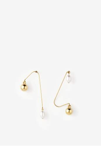 MONDAY EDITION white and gold Ugly Pearl Simple Earrings B7C36AC9B2F751GS_1