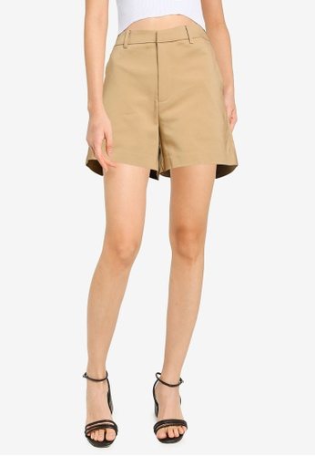 Urban Revivo beige Simple High Waist Shorts 18493AACAFBF59GS_1
