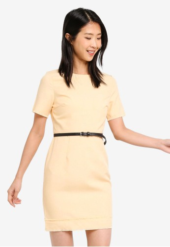 ZALORA BASICS yellow and multi Basic Textured Look Shift Dress With Belt 5EBB0AA1982838GS_1