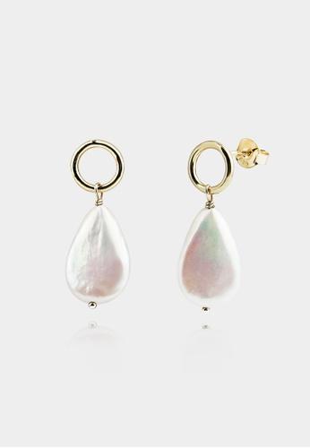 monojewelry KESHI PEARL HOOP EARRINGS (GOLD) 491CBAC998DC49GS_1