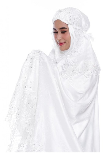 First Hijab white Arabelle Prayer Set Premium in Broken White 928F9AA159E8C1GS_1