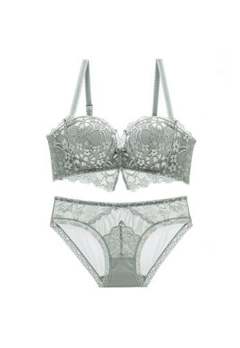 W.Excellence grey Premium Gray Lace Lingerie Set (Bra and Underwear) CC4D1US9CBB106GS_1