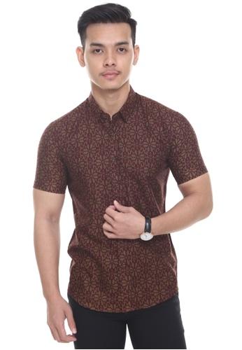 UA BOUTIQUE red Short Sleeve Shirt Batik SSB04-031 (Maroon/ Cocoa) 95CBCAADFB9DABGS_1