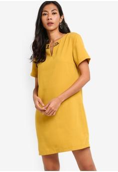 5af3a9861814 ZALORA BASICS yellow Basic Metal Chain Notch Shift Dress 355BEAAB6712F0GS_1