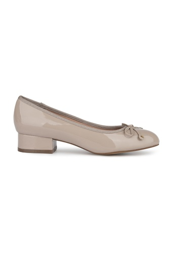 MAUD FRIZON grey Patent Leather Almond Toe Pump With Bow & Studded Detail AD546SHD3E0EB9GS_1