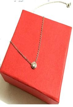 Elegant stud necklace