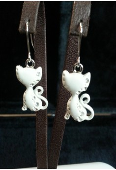 white cat earring (dungling)