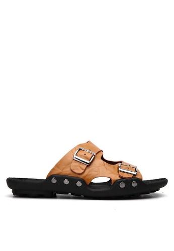 Twenty Eight Shoes 褐色 雙扣壓紋牛皮拖鞋 VMS1018 24AF7SHA71A94FGS_1