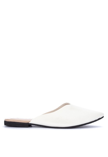 Mishka white Alora Pointed Slip On Flats 37DDESH051A581GS_1