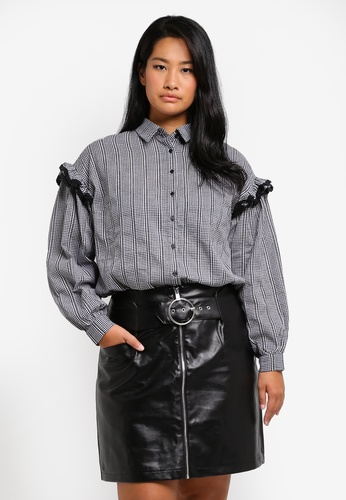 LOST INK PLUS black Plus Size Shirt In Gingham Print With Ruffle Sleeve LO776AA0SZ50MY_1