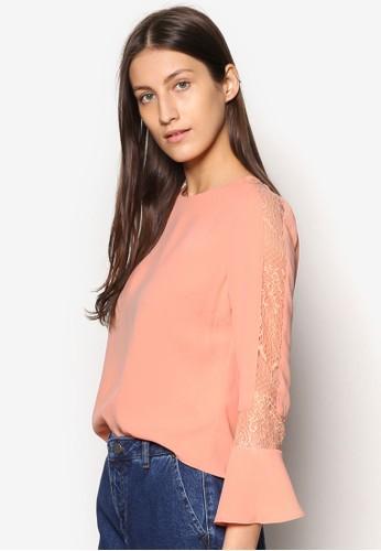 Premium 蕾絲拼接喇叭袖T-shirt、 服飾、 上衣ZALORAPremium蕾絲拼接喇叭袖上衣最新折價