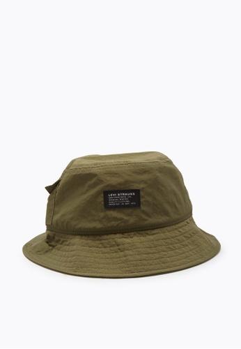 Levi's green Levi's® Men's Pocketed Bucket Hat - No Horse Pull Logo Patch (38025-0058) D06ECAC3BDB09EGS_1