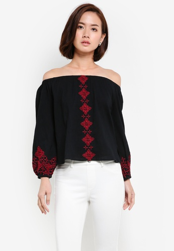 ZALORA black Embroidered Off Shoulder Top 838C3AA33CC314GS_1