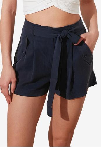 Trendyol 藍色 Petite 領帶 前Detail 短褲 DAF89AA0A598F4GS_1