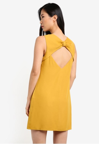 ZALORA yellow Back Bow Detail Dress 3FA1FAA5F4032FGS_1