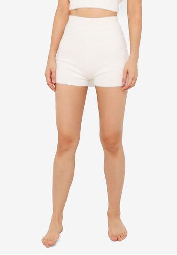 ZALORA BASICS 白色 Lounge Fluffy Shorts 3369FAAB8B1CB2GS_1