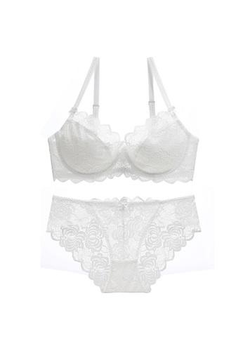 W.Excellence white Premium White Lace Lingerie Set (Bra and Underwear) B954BUS352D225GS_1