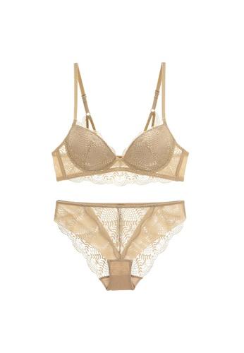 W.Excellence beige Premium Beige Lace Lingerie Set (Bra and Underwear) 6C510US3BC3FE1GS_1