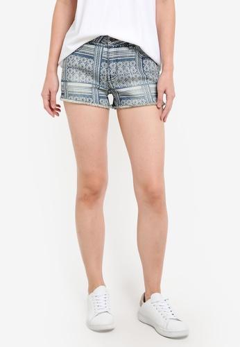 ZALORA blue Denim Frayed Hem Lowrise Fitted Shorts 04129ZZ7838A02GS_1