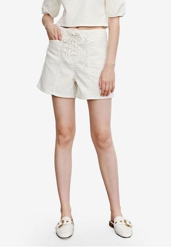 URBAN REVIVO white Casual Shorts 62331AACA07530GS_1