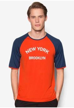 【ZALORA】 New York Brooklyn 拼色拉克蘭袖TEE