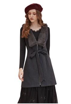 OUWEY歐薇 精緻可拆式兔毛V領造型綁帶無袖洋裝 H51763