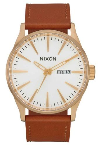 Nixon brown Nixon - Sentry Leather Watch - Gold / White / Saddle (A1052621) 80F85AC9DF5F8EGS_1