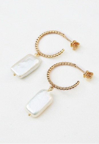 Paradeisos Jewellery white and multi and gold The Clamp Freshwater Pearl 925 Silver Golden Hoop Earrings 53D95AC01DB45CGS_1