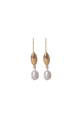 SKEDA gold Bella Baroque Pearl Drop Earrings 4E6B1AC6C7F247GS_1