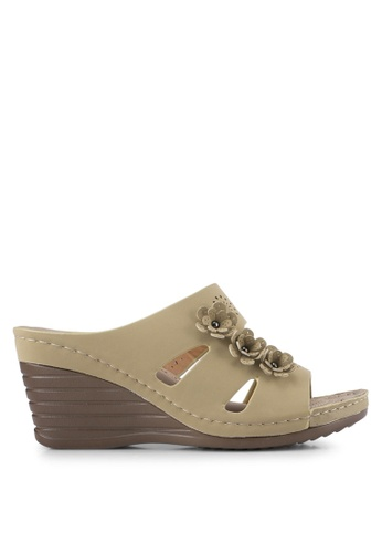 Spiffy brown Perforated Wedges With Floral Details SP352SH0SRXQMY_1