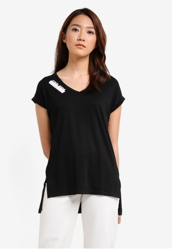 Something Borrowed black V-Neck Side Split Tee 171DAZZ44FD078GS_1