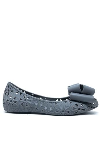 Twenty Eight Shoes 灰色 蝴蝶結鏤空果凍膠平底鞋 a820 E8EA2SH9CF563DGS_1