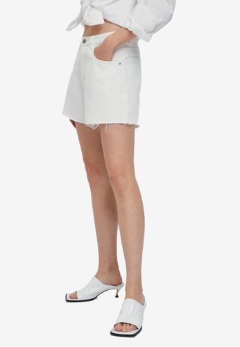 URBAN REVIVO white Frayed Denim Shorts 624D8AAC4FC30CGS_1