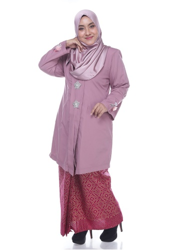 Nayli Plus Size Dusty Pink Kebaya Labuh from Nayli in Red and Pink and Gold