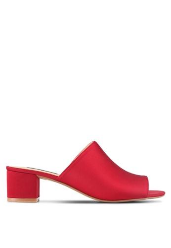ZALORA 紅色 Low Chunky Slip On Heels 98A78SHD26D1D6GS_1