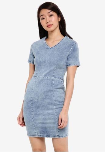 ZALORA blue Denim V-Neck Bodycon Denim Dress 166E8ZZ5FFBC7BGS_1